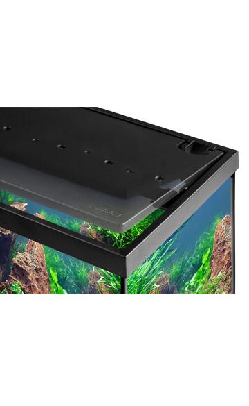 la tapa del kit acuario en oferta aquastar eheim 63, se abre copletamente para facilitar la manipulación dentro del acuario. y la introducción de peces tropicales.