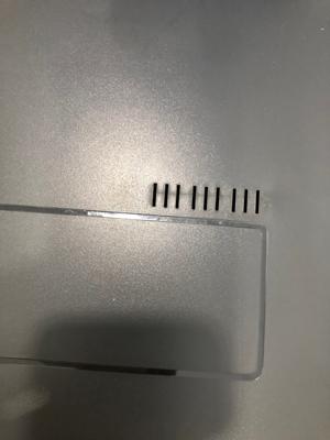 Respiraderos que tiene la tapa del acuario kit aqua-led de 60 litros para así evitar la condensación de agua en la tapa. De tal forma que el agua del acuario no se derrame ni el acuario pierda agua.